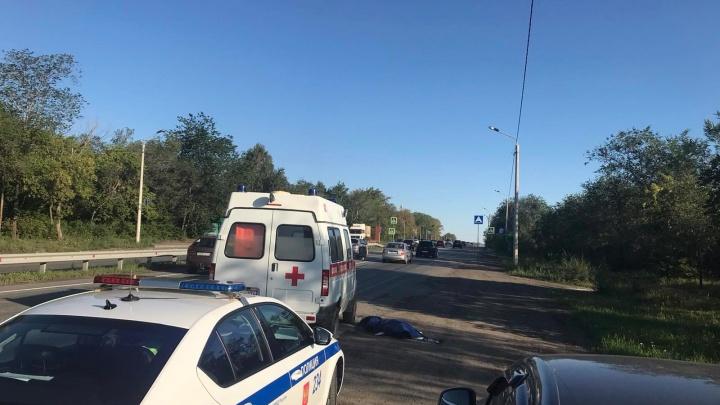 В Челябинске женщина выпрыгнула из скорой на ходу и погибла