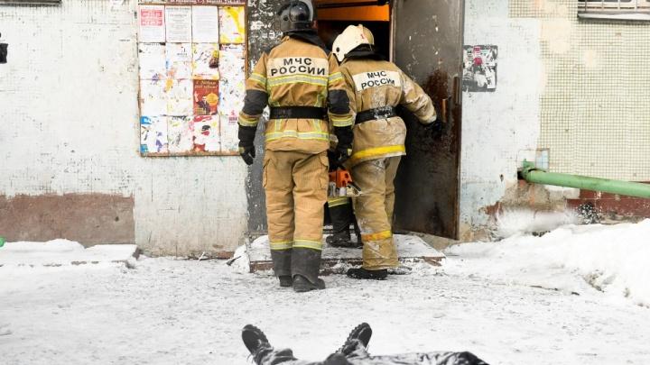 Управляющая компания ответила на вопросы о доме на Рассветной, где в пожаре погибли 8 человек