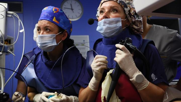 Хирурги 40-й больницы выполнили сложную операцию с помощью «подзорной трубы»