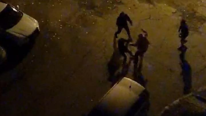 «В ход пошли грабли и молоток». В Челябинске соседи ночью устроили драку из-за громкой музыки под окнами