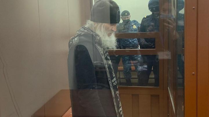 «Шумных ревнителей приглашаю к себе в камеру»: экс-схиигумен Сергий объяснил, почему борется за монастырь
