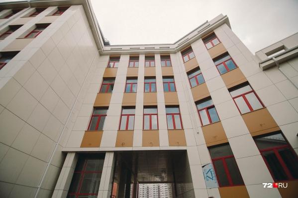 """Новую школу местные жители ждут уже больше <nobr class=""""_"""">10 лет</nobr>"""