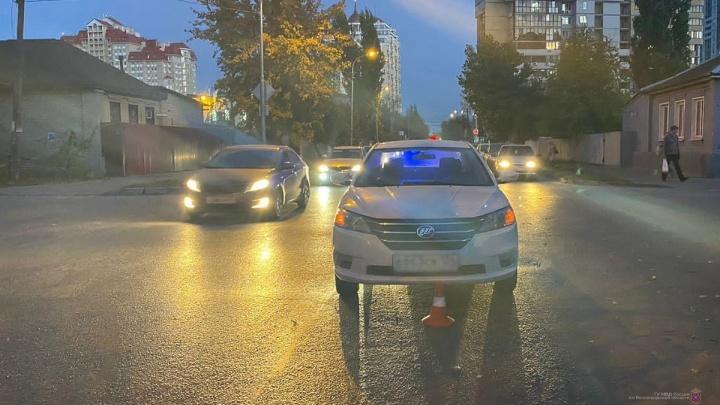 Шла за ручку с бабушкой: в центре Волгограда сбили шестилетнюю девочку