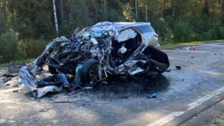 «Погиб, не дождавшись помощи»: в Ярославской области легковушка столкнулась с грузовиком