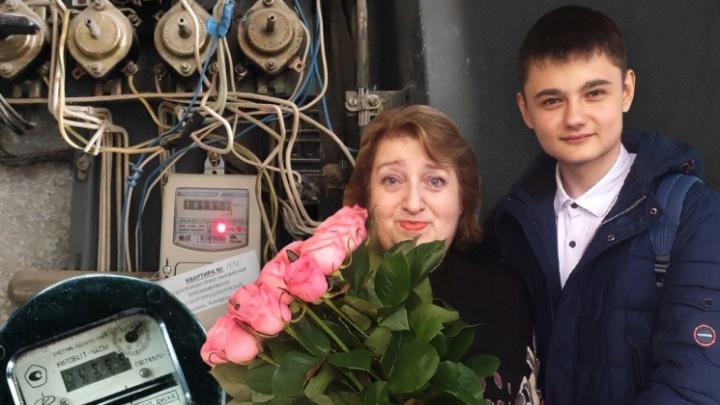 Пришли и извинились: в Волгограде заслуженному учителю России списали «долг» за электричество