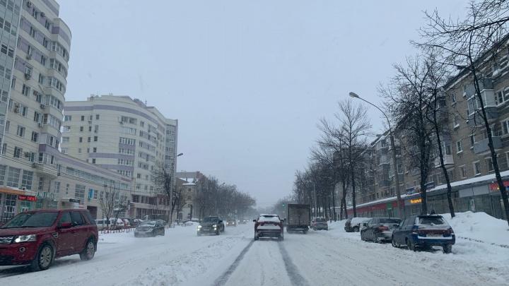 В Ярославле прошла снежная буря: смотрим, как это было. Фоторепортаж