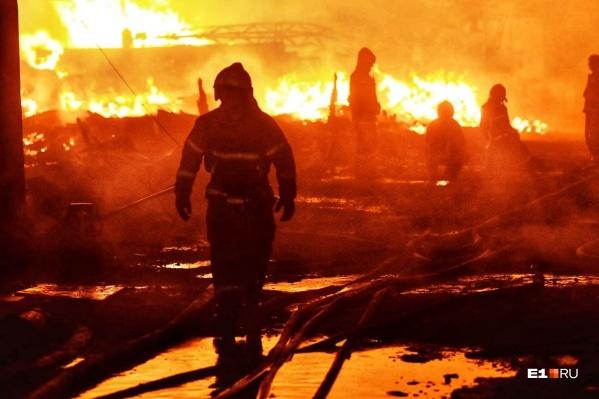 Пожарные смогли локализовать возгорание, несмотря на непрекращающиеся проблемы с водой