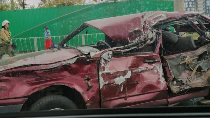 «От машины живого места не осталось»: появилось видео ДТП с грузовиком на Мичурина