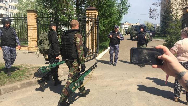 После стрельбы в казанской школе в Челябинске рассказали, как обеспечивают безопасность учеников