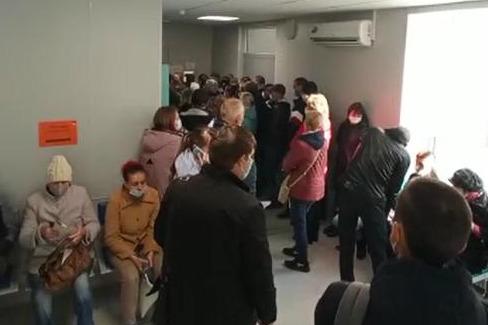 """«А потом говорят: """"За помощью не обращался""""»: житель Волгограда третьи сутки не может попасть к терапевту"""