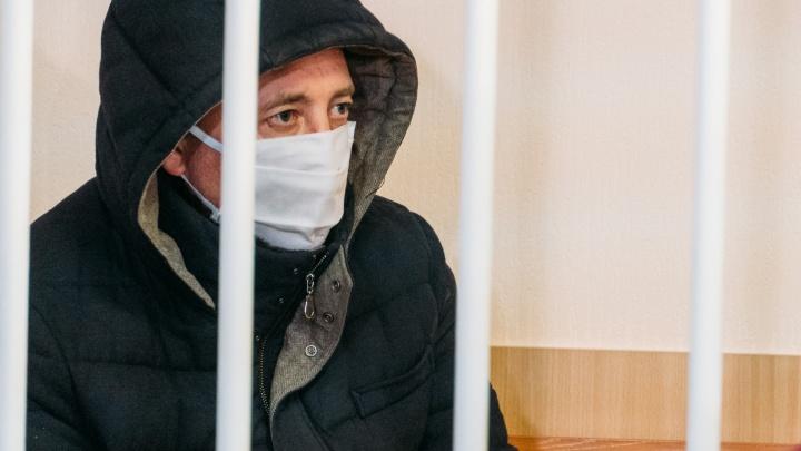 Отца, который бросал детей на пол, отпустили из СИЗО домой