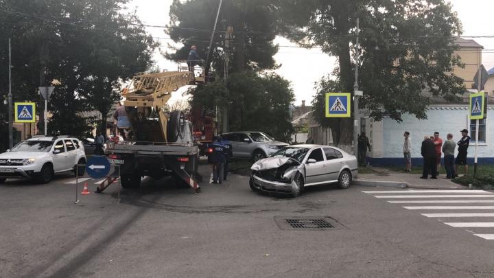 В Анапе машина врезалась в столб, пострадал ребенок