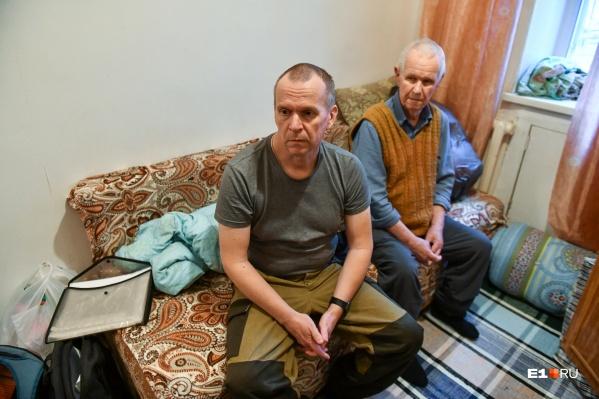 Водителя троллейбуса Сергея мошенники лишили даже квартиры. Для него и его 84-летнего отца это было единственное жилье.
