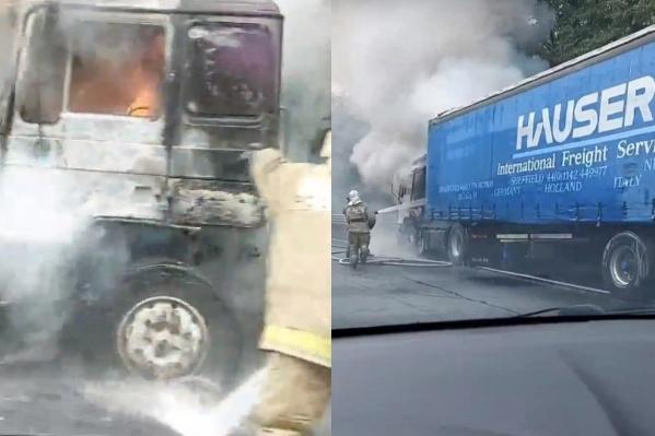 Огонь вспыхнул в кабине грузовика