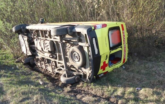 На пути из Архангельска в Цигломень опрокинулась машина скорой помощи. Она ехала к тяжелому больному