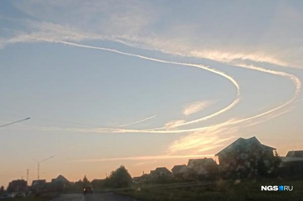 С 7 утра начал кружить самолет