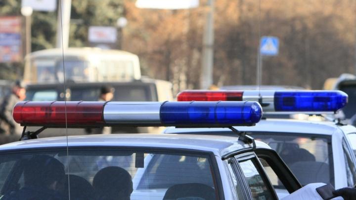 На юге Волгограда миниатюрная иномарка попала под автовоз
