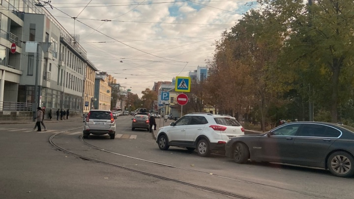 Одностороннее движение ввели на части улицы Ошарской между ТЦ «Алексеевский пассаж» и «Лобачевский Plaza»