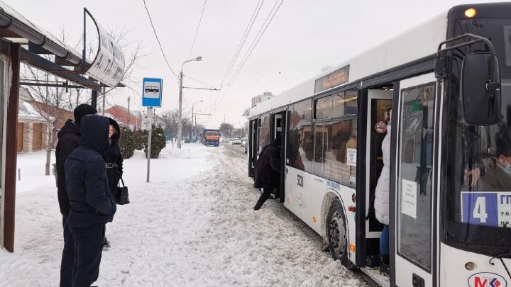 Из-за снега в Ростове возникли 9-балльные пробки. Онлайн-трансляция 161.RU