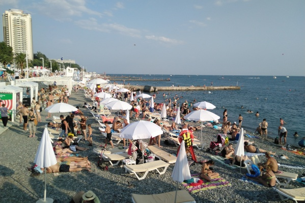Так выглядел городской пляж Сочи днем 13 июля