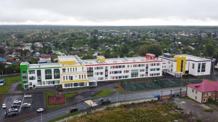 Губернатор Кузбасса открыл новую школу почти за 900 млн. Через 2 часа там случился потоп