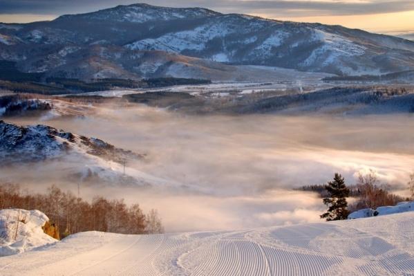 Большинство сборных команд по горным лыжам и сноуборду именно здесь организуют учебно-тренировочные сборы