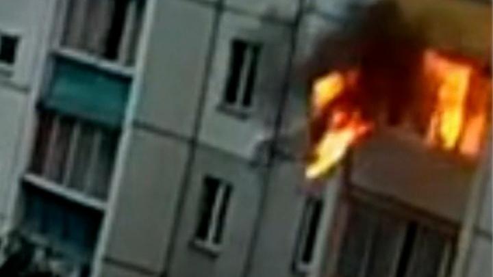 В челябинской многоэтажке прогремел взрыв. Происшествие попало на видео