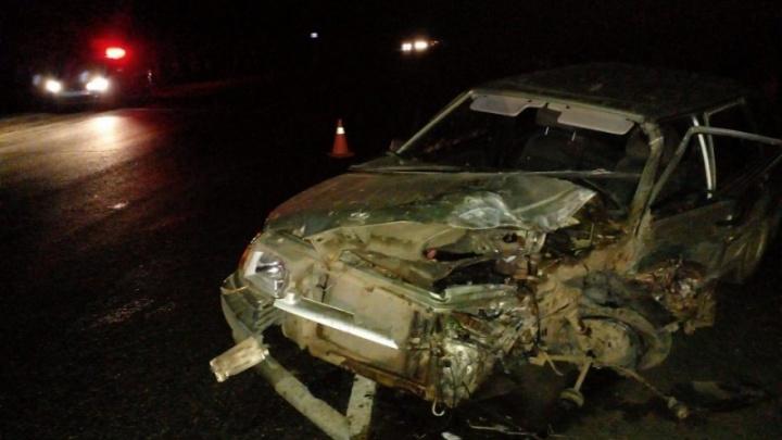 Под Волгоградом пьяный водитель выжил в лобовом ДТП с фурой