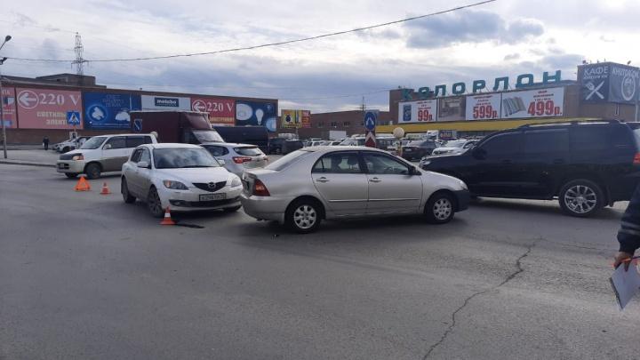 Трехлетняя девочка пострадала в аварии возле «Колорлона»