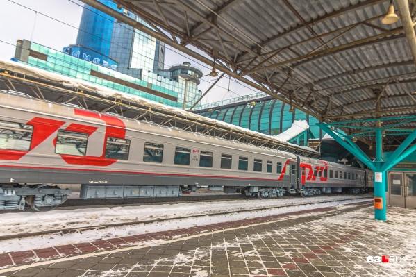С каждым месяцем самарские железнодорожники возвращают в докоронавирусное расписание новые составы