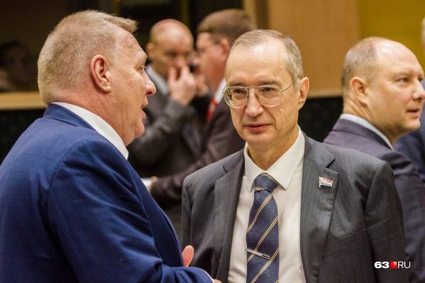 Андрей Кислов (справа) также возглавляет комитет губдумы по ЖКХ