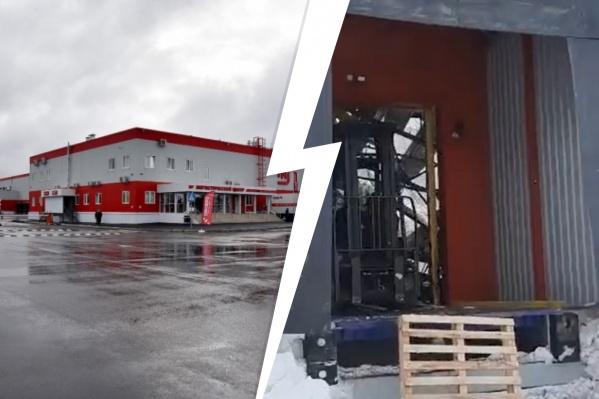 В компании сообщили, что будут проводить экспертизу, чтобы выяснить причину обрушения крыши