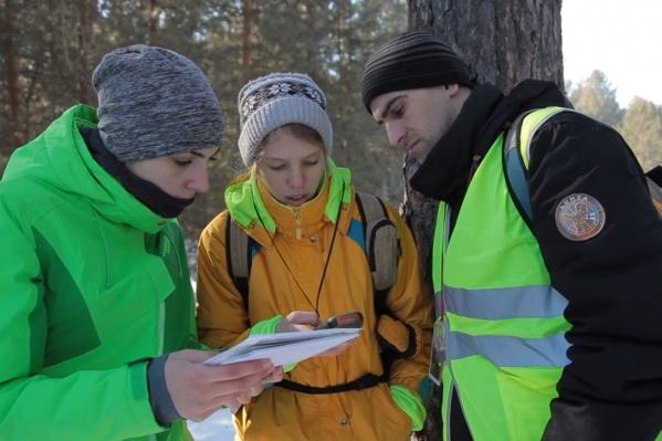 Поиск 2018 года — пеший волонтер Татьяна Киви, Екатерина Осока и поисковик Олег Хаско Спаха