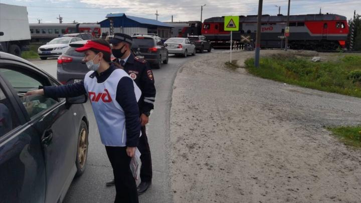 Авось проскачу: на железнодорожных переездах растет число аварий