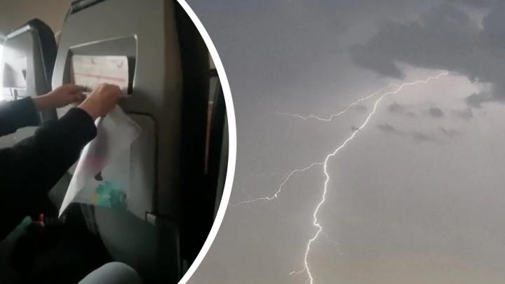 «C жизнью прощались»: пассажиры «падающего» рейса — о том, как молния ударила в их самолет