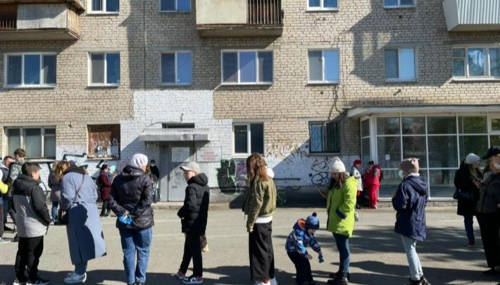 Свердловские власти придумали способ бороться с огромными очередями в больницах