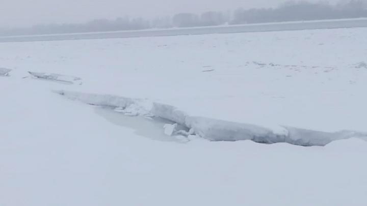 В Новосибирске ГЭС увеличила сброс воды — рыбакам запретили выходить на лед