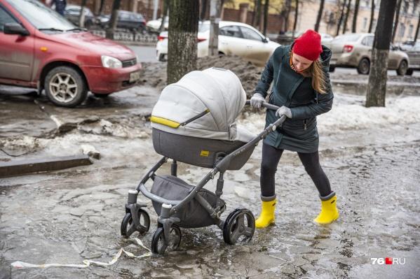 На тротуарах города коляска должна быть с функцией ледохода