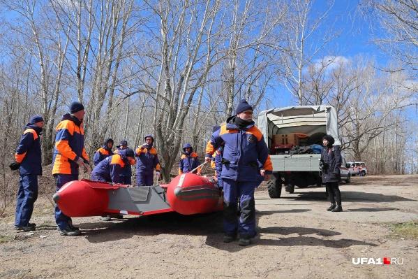 Спасатели продолжают заботиться о людях