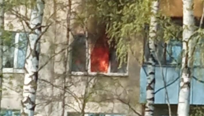 В Рыбинске в пятиэтажке сгорела квартира: погиб человек