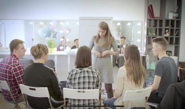 У Анастасии Эйнгорн своя онлайн-школа ораторского мастерства, налоговый режим для самозанятых ей не подошел
