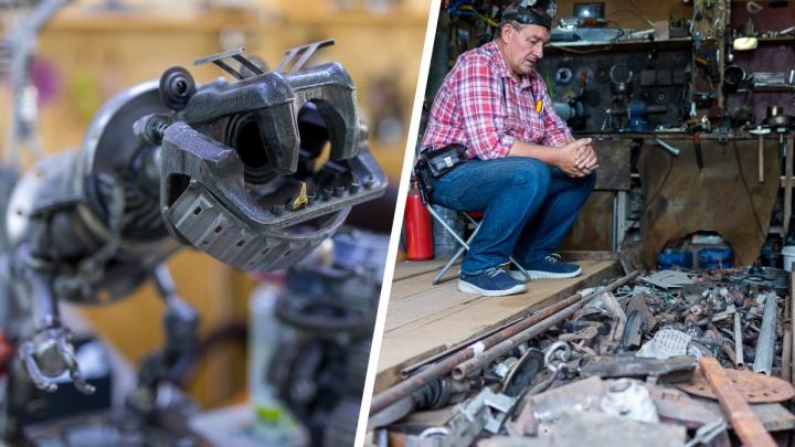 Куй, пока горячо: красноярский пенсионер мастерит в гараже железных роботов и марионеток