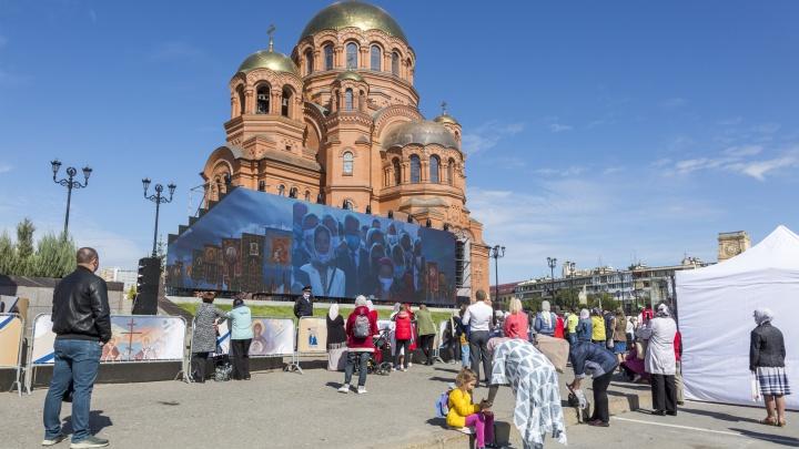 Президент России Владимир Путин поздравил Волгоград с открытием храма имени Невского