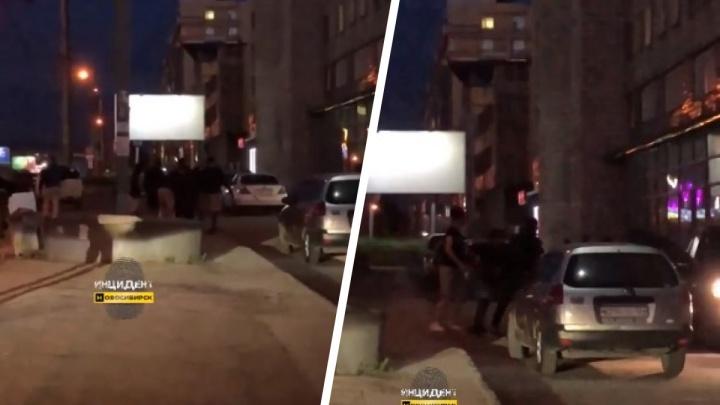 Потасовка на площади Маркса: очевидцы заявляют о стрельбе, полиция ведет проверку