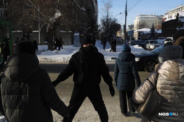 Участники прошлись по центру города, хотя им перегораживали путь