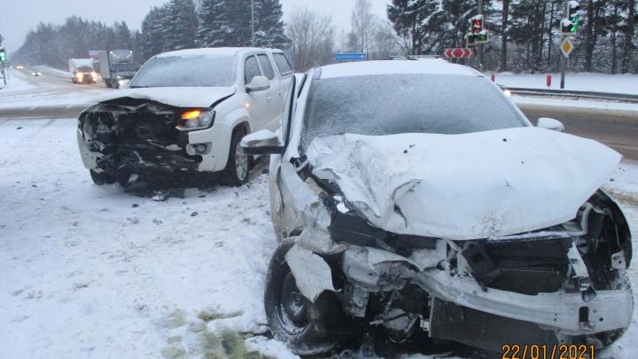 В лобовом ДТП под Переславлем пострадал пассажир