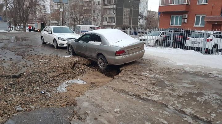Дворы на Менжинского оказались затоплены из-за коммунальной аварии