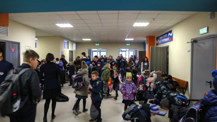 «У директрисы испуганный вид»: в Уфе из-за угрозы минирования эвакуируют школы
