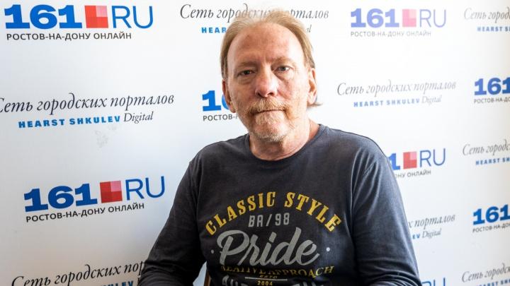 Американец полгода пытается привиться «Спутником» в Ростове, но получает отказы. Как он здесь оказался?