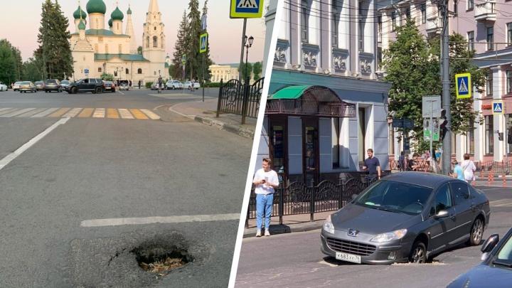 «Ситуация ухудшается»: в Ярославле под окнами губернатора провалился асфальт